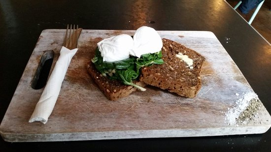 Shaky Isles Coffee Co. : Poached Eggs and Spinach on Rye