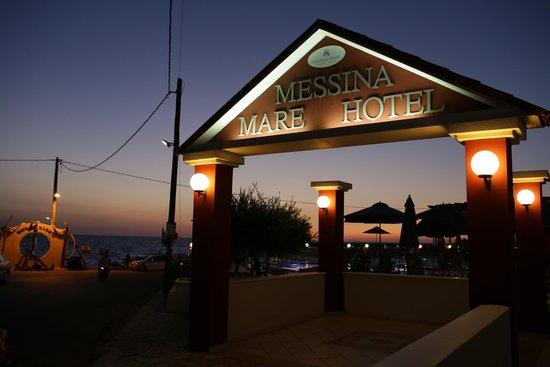 Messina Resort Hotel: Парадный вход