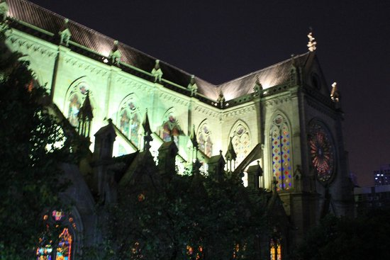 Sacred Heart Cathedral: Вид сбоку