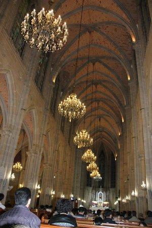 Sacred Heart Cathedral: Внутреннее уборанство