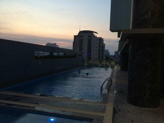 Pullman Saigon Centre: Pool on 6th floor