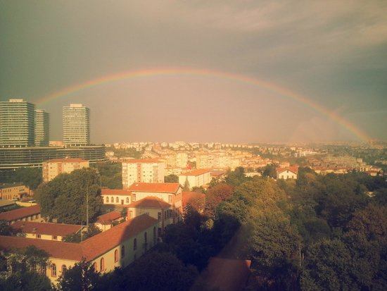 Mercure Istanbul City Bosphorus Hotel: View from my room, rainbow over Istanbul.