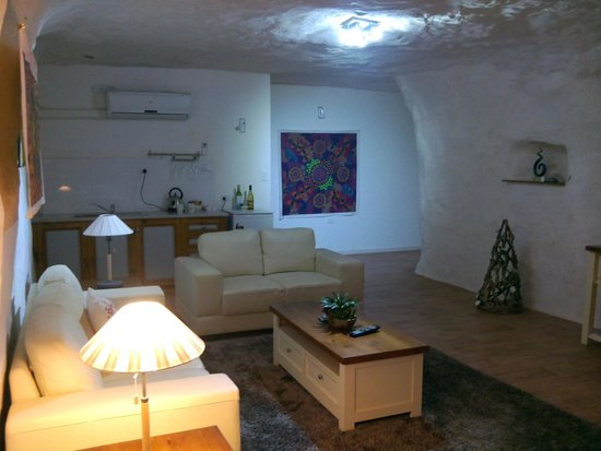 Underground Bed & Breakfast: Firts night common room