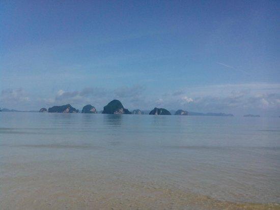 Amari Vogue Krabi : Private beach in front of the hotel