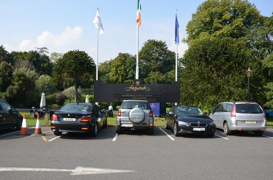 Fitzpatrick Castle Hotel Dublin: parking