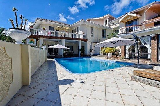 Carana Hilltop Villa: Front view