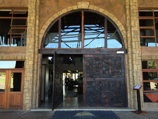 Protea Hotel by Marriott Zebula Lodge: Entrance to main lodge