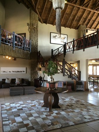 Protea Hotel by Marriott Zebula Lodge: Decor in reception