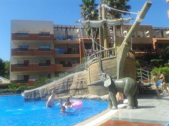 H10 Mediterranean Village: El Vaixell  xulissim !!!