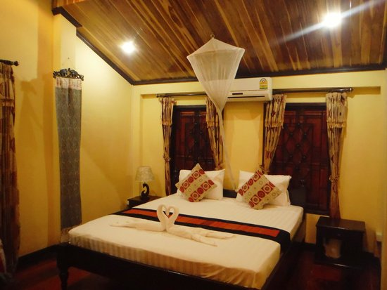 Singharat Guest House: our room