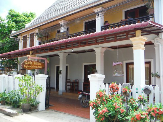 Singharat Guest House: guesthouse front