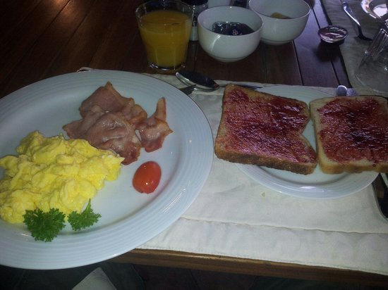 Treetops Guesthouse: king breakfast!