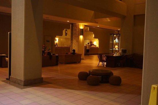 Fiesta Resort & Spa Saipan: ホテルのロビー 日本人のスタッフもいました。