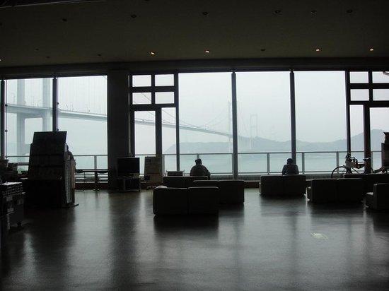 Sunrise Itoyama : 食堂からもしまなみ街道が