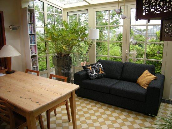 B&B Logeren aan de Amstel : Livingroom with sunlounge