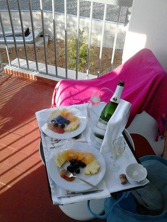 Ozadi Tavira Hotel: buffet e varanda