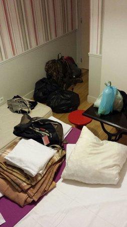 Perfect Hotel & Hostel: nuestras pertencias en bolsas