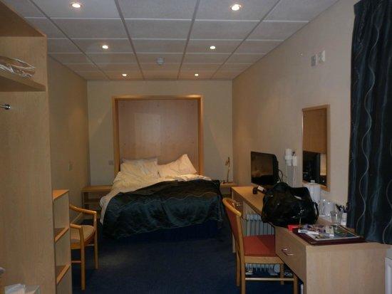 View Of Our Long Narrow Bedroom Picture Of Mercure Newbury West Grange Midgham Tripadvisor