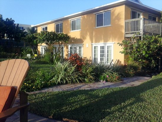 Beach Place Guesthouses: La Virginia is bottom floor, two sets of doors on right