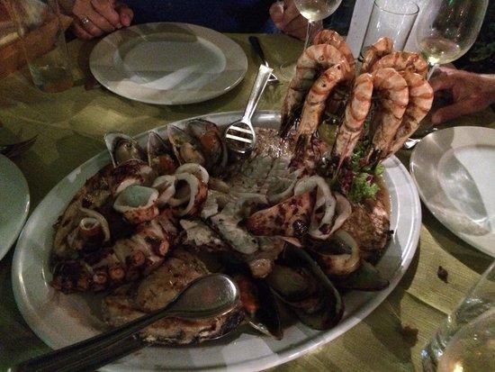 Marmita: Seafood platter for four.