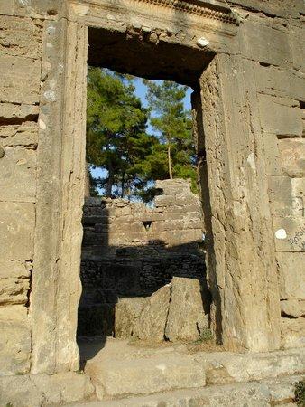 Seleukia (Lybre): doorway
