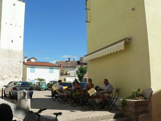Cafe L'Angelique: кофе в тени церкви