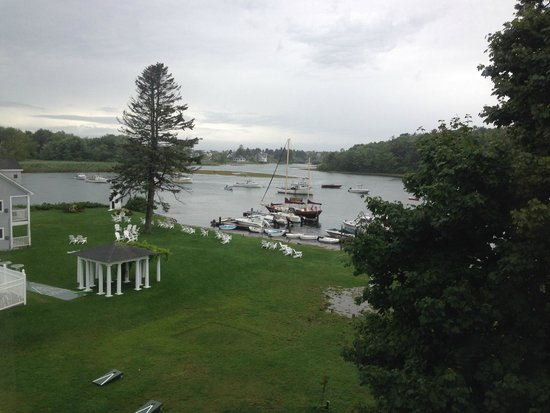 Nonantum Resort : View of the Nonantum gardens and river from our window
