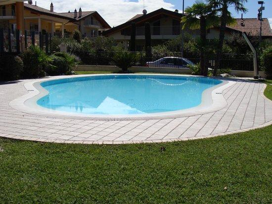 Hotel La Rondine: la piscina
