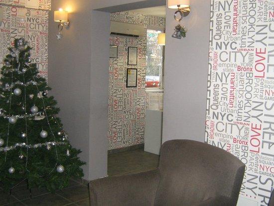 City Hotel Bucharest: Reception area