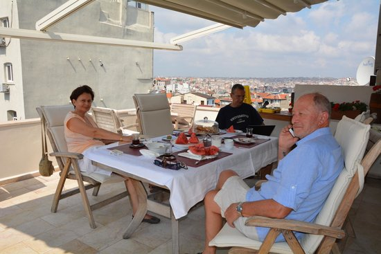 Dila Suites: After the breakfast