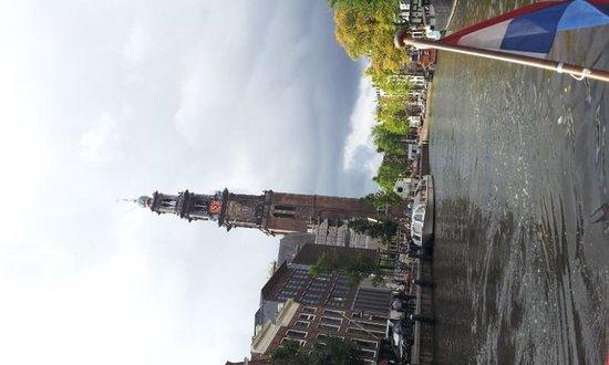 De Duif : 運河クルーズで撮影。写真左は「西教会」
