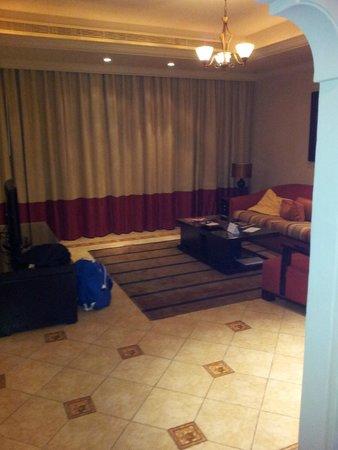 Arjaan by Rotana : Nice spacious living area