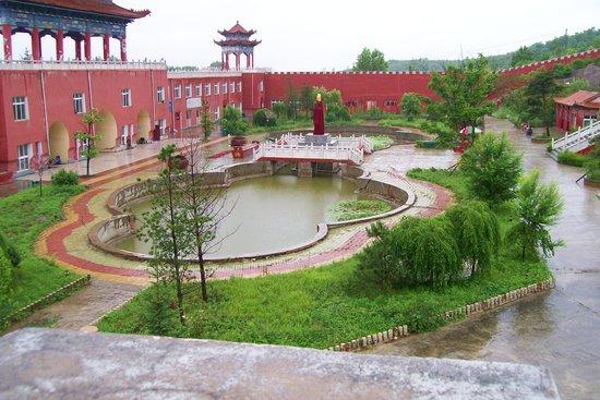 Hunchun, Chine : ВОДОЕМЫ С ЛОТОСАМИ ВО ВНУТРЕННЕМ ДВОРЕ