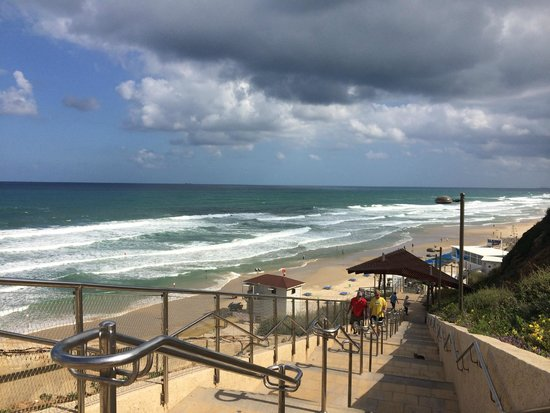 Seasons Netanya Hotel: Steps to the beach