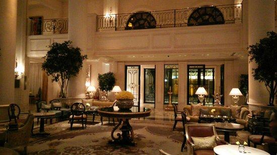 The Leela Palace New Delhi : The hotel lobby