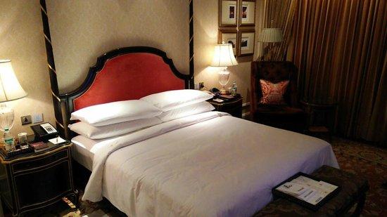 The Leela Palace New Delhi : Bedroom