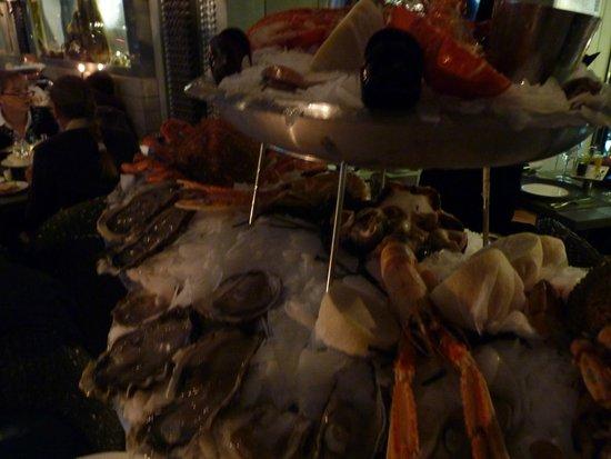 Le Bar a Huitres Montparnasse : Не вмещается в объектив