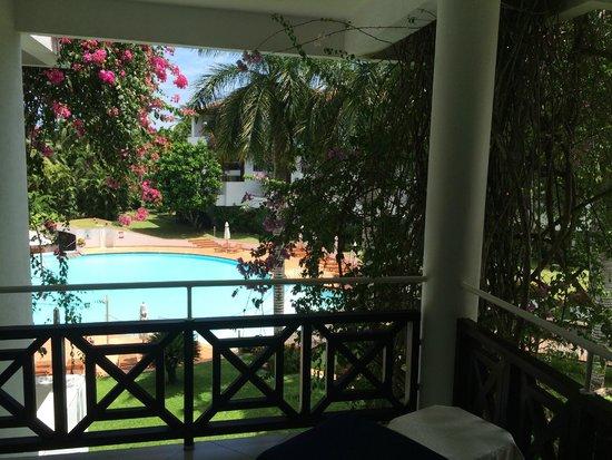 Lanka Princess: Blick vom Zimmer zum Pool