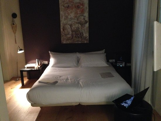 Mercer House Boria BCN : This is the only light in the room