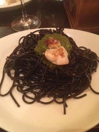Azahar Sevilla Tapas Tour: Pasta in squid ink + pesto, my last tapa + a good one!