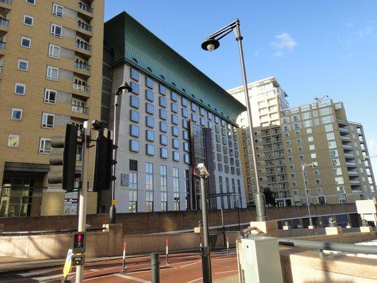 Canary Riverside Plaza Hotel: Fachada do Hotel em Canary Wharf
