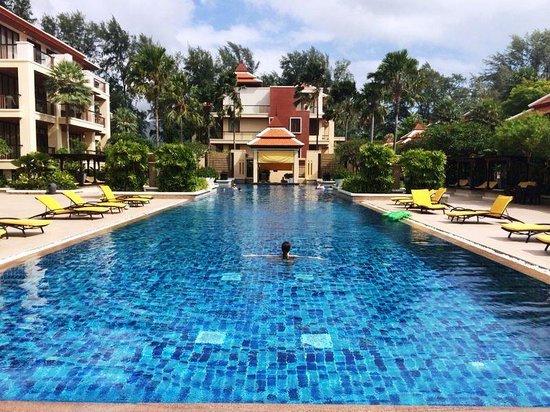 Movenpick Resort Bangtao Beach Phuket: бассейн