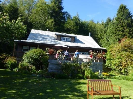 Grizzly Bear Lodge & Safari: The Lodge
