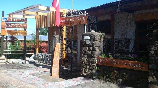 Linares, Chile: Entrada Tienda Artesanias Chilenas en Rari