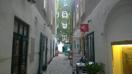 ef16 Restaurant Weinbar: Alley to EF16