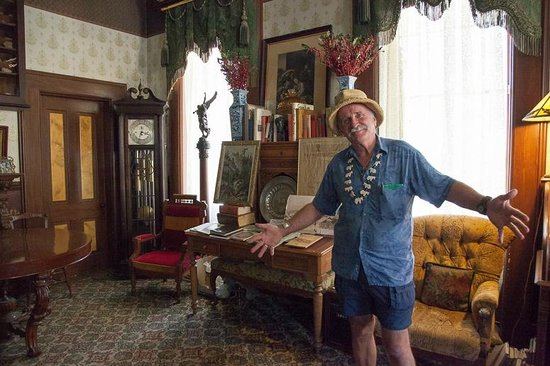Mackay Mansion: Our Flamboyant Guide