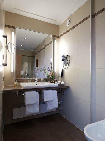 Platzl Hotel: Badezimmer Doppelzimmer