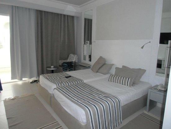 Djerba Plaza Hotel & Spa: La chambre, spacieuse et propre