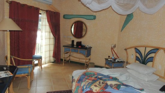 Beachcomber Hotel and Resort: Room
