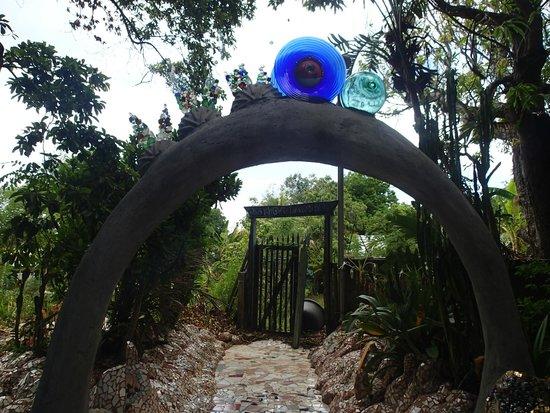 Nightland Cabins at JadeSeahorse: Fun archways everywhere